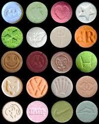 Varie tipologie di ecstasy. Una sola pillola di queste ha causato la morte di Marco, figlio del giornalista.