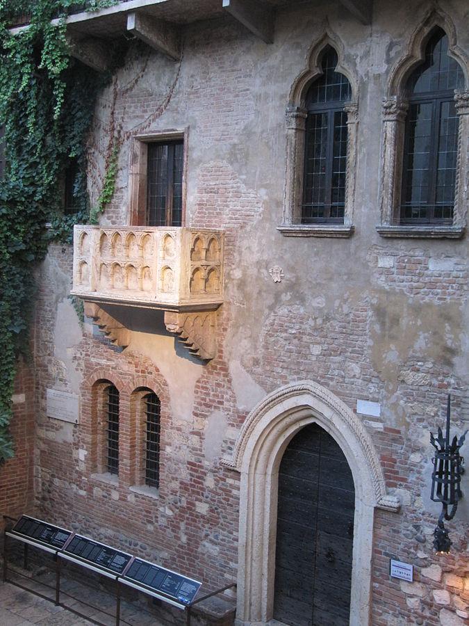 675px-Verona-Juliets_balcony.jpg